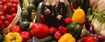 vegetablres arranged on wooden shelves