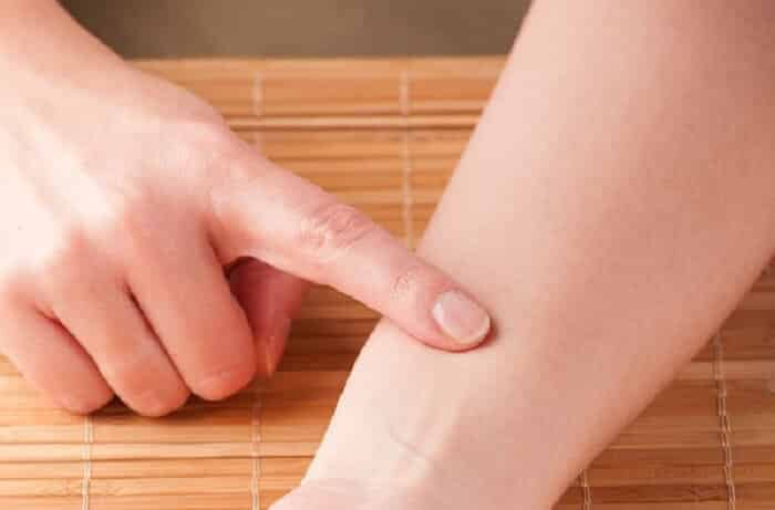 picture of a person putting pressure on her hand