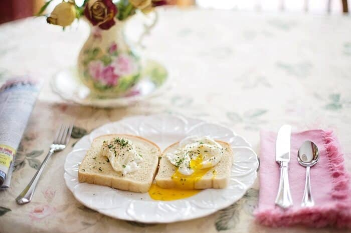 poached eggs breakfast