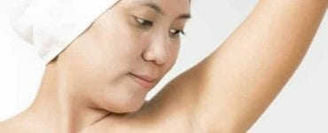 woman with lump under armpit exposed