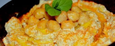 health benefits of hummus in a dish