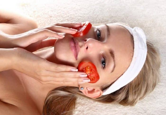 tomato face mask for treating black circles under eyes