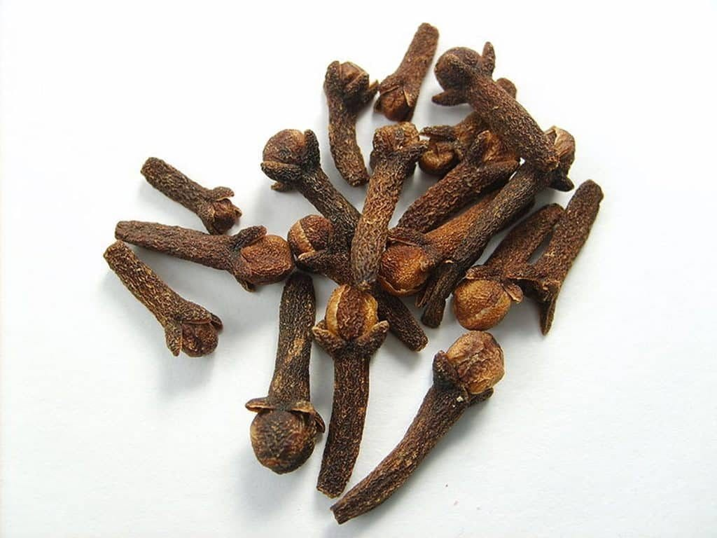 Clove oil uses