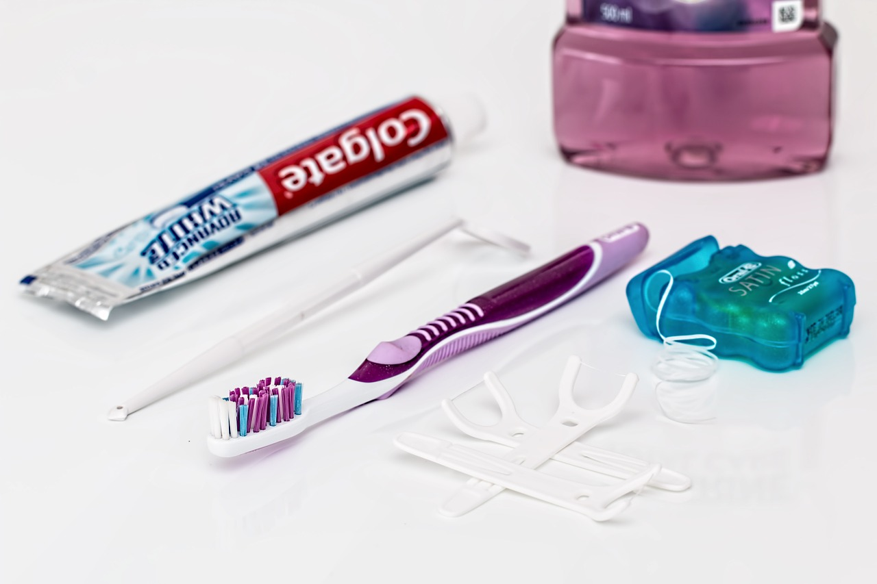 oral hygiene kit that includes toothpaste,toothbrush, floss, mouthwash and more