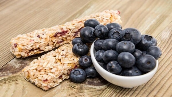 homemade energy bars with blueberries