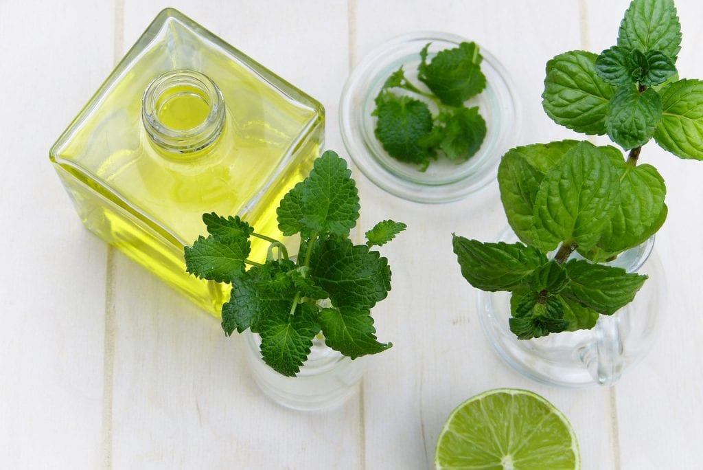 diy homemade peppermint mouthwash